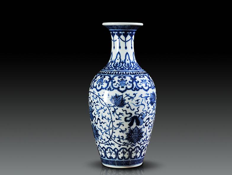 仿雍正青花缠枝八宝纹柳叶瓶