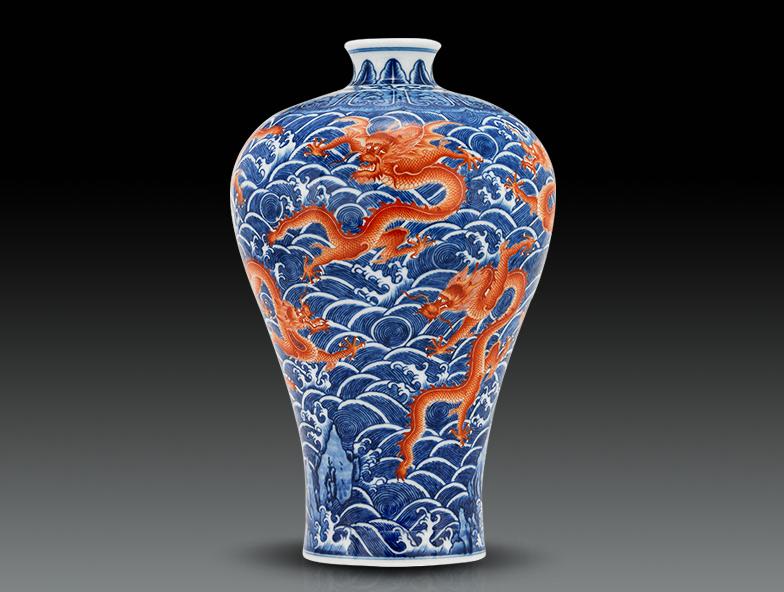 仿乾隆青花海水矾红九龙纹梅瓶